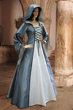 Renaissance Medieval Maiden Dress Gown with hood por YourDressmaker