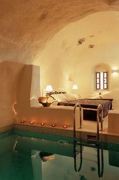 valeriesjourney: valledeparaiso: Bedroom Spa, Santorini, Greece photo via brenda