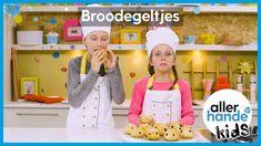 Eetbare egeltjes! In deze video gaan we egeltjes bakken van witbrood. Je versiert ze met rozijnen als ogen en kaas en sesamzaad bovenop. Echt superlekker. Aan de slag! - Recept -  Allerhande Kids