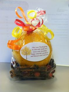 """Thanksgiving Gift - Christmas stove top potpourri mix. Instructions on label on the back: Quarter the orange. Put all the ingredients into a saucepan. Fill pan with water. Place on stove on the smallest burner on the lowest setting. Refill water as needed. Message reads """"May your Thanksgiving be rich with family love, warm with friendship, happy with life's goodness and blessed with God's love"""". Secret Sister Gifts, Secret Pal, Secret Santa, Creative Gifts, Cool Gifts, Thanksgiving Gifts, Thanksgiving Cupcakes, Christmas Eve Service, Stove Top Potpourri"""