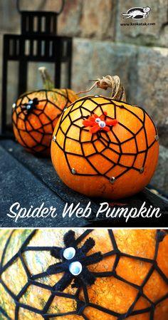 Quick decoration – spiderweb on a pumpkin