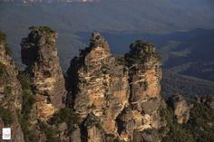 Three Sisters三姐妹 . More on: https://www.circlewalker.me/syd-main .  #澳洲 #Australia #旅遊 #Travel #背包客 #BackPacker #周圍行CircleWalker #攝影 #photography #art #藝術 #travelPhoto #photo #Sydney #Victoria #悉尼 #雪梨 #BlueMountains #藍山 #ThreeSisters #三姐妹 #3sisters #日落 #夕陽 #twilight #sunset #light #光 #反射 #reflection