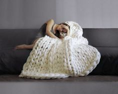 White chunky knit blanket knitted blanket, chunky blanket, knit throw, super bulky blanket, bulky gift from of girl – Awesome Knitting Ideas and Newest Knitting Models Big Yarn Blanket, Knot Blanket, Chunky Blanket, Chunky Yarn, Chunky Crochet, Diy Crochet, Crochet Ideas, Large Blankets, Cozy Blankets