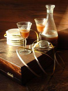 Likier o smaku cukierków Alcoholic Drinks, Glass, Drinkware, Corning Glass, Liquor Drinks, Alcoholic Beverages, Liquor, Yuri, Tumbler