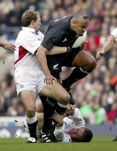 TOKYO (AP) — One trampling run launched Jonah Lomu to global stardom, ensuring his name will be indelibly linked to a Rugby World Cup semifinal between New Zealand and England. Jonah Lomu, Italy Team, International Rugby, First World Cup, England Players, Rugby Men, All Blacks, Rugby World Cup, Garra