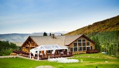 Beanos Cabin – This venue is one of a kind and offers spectacular views of Beaver Creek Resort.