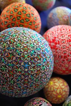 I'm absolutely amazed by these stunning hand embroidered temari spheres, created by a 92 year old Japanese grandmother. The art of temari in. Japanese Design, Japanese Art, Traditional Japanese, Japanese Style, Textile Manipulation, Temari Patterns, Japanese Culture, Fiber Art, Creations