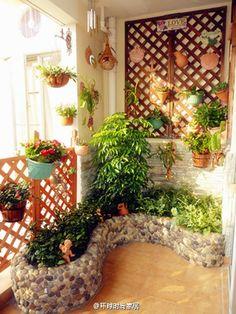 El pequeño balcón o un pequeño jardín ~