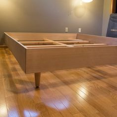 diy Bed Frame mid century - Easy DIY Mid Century Modern Bed - Built for a California King! California King Bed Frame, California King Bedding, Mid Century Modern Bedroom, Mid Century Modern Furniture, Midcentury Modern, Eclectic Modern, Modern Retro, Diy Modern Bed, Lit Plate-forme Diy