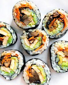 Vegetarian Sushi Rolls, Tofu Sushi, Sushi Roll Recipes, Vegan Lunch Recipes, Sushi Ginger, Sushi Burrito, Vegan Fish, Veggie Snacks, International Recipes