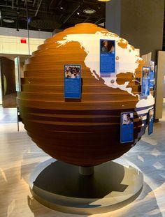 Bible Museum, Globe, Speech Balloon