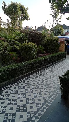 victorian black and white mosaic tile path battersea York stone rope edge buxus london front garden (20)