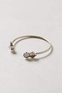 10 dainty bracelets we love