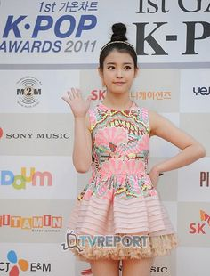 I adore the hell out of this chick. Scandal or no. Iu Fashion, Fashion Lookbook, Celebrity News, Celebrity Style, Cute Dresses, Summer Dresses, Pop Singers, Gianni Versace, Celebs