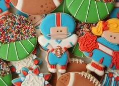 Decorated Football Player Cookie - LOVE the crowd on the sidelines!  Genius!