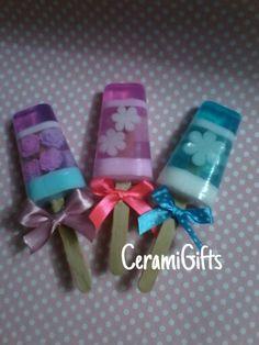 Paletas de helado elaboradas con jabon de glicerina. Las incrutaciones son de jabon de coco. Ricos aromas y lindos colores.