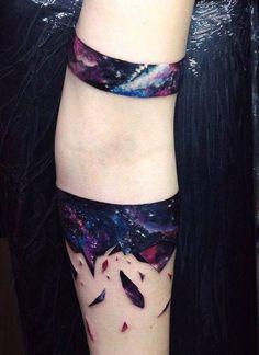 Abstract armbands. Artista Tatuador: Vlad Tokmenin                              …                                                                                                                                                                                 Más
