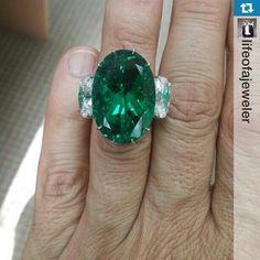 31 carat Colombian emerald #Repost from @lifeofajeweler with @repostapp