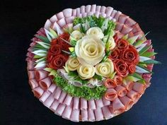 Cada um de nós tem seus dias especiais em sua vida, belos dias em que amigos e familiares se reúnem para comemorar. Decorar pratos com...
