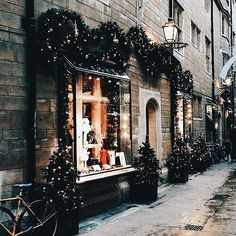 Are you looking for ideas for christmas aesthetic?Check out the post right here for unique Xmas inspiration.May the season bring you joy. Christmas In England, Christmas In The City, Christmas Scenes, Christmas Mood, Noel Christmas, Little Christmas, Christmas Shopping, Christmas Lights, Christmas Decorations
