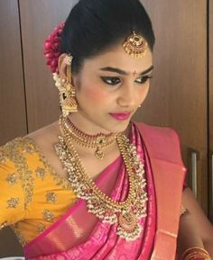 Traditional Necklaces for Women Indian Gold Necklace Designs, Indian Jewelry Sets, Gold Earrings Designs, Indian Jewellery Design, Indian Wedding Jewelry, India Jewelry, Temple Jewellery, Bridal Jewelry, Gold Jewelry