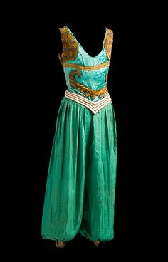 Costume designed by Leon Bakst. I have chosen this because of the strong colour used and the puffy pantaloons which are very clown like.