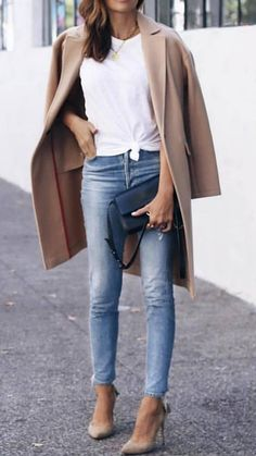 how to wear a beige coat : white top + jeans + heels + bag stylish mom outfits Heels Outfits, Mode Outfits, Fashion Outfits, Womens Fashion, Ladies Fashion, Casual Heels Outfit, Casual Attire, White Heels Outfit, Smart Casual Outfit Summer