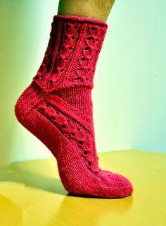 Ravelry: Helikellot pattern by Sari Suvanto Lace Knitting, Knitting Socks, Knitting Stitches, Knit Socks, Bed Socks, Cozy Socks, Knit Stockings, Stockings Legs, Knitting Designs