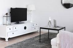 TV-bänk för plattskärm TVBE-02, vit