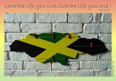 Pêle-mêle découpé et peint à la main pour un fan de Bob Marley !   #artdecosalamandre #jamaique #pelemele #bois #deco #decorationmurale