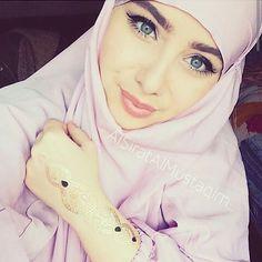 Image de _Unknow Turban Hijab, Hijab Niqab, Muslim Hijab, Mode Hijab, Beautiful Muslim Women, Beautiful Hijab, Beautiful Eyes, Easy Hijab Style, Hijab Style Dress