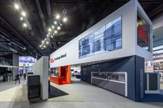 From Studio Systems and LiveParts software to their Production System and full Parts capabilities, visitors could engage with any of the physical products. Exhibition Stand Design, Exhibition Booth, Desktop Metal, Double Deck, Visual Texture, Reception Areas, Modular Design, Booth Design, Furniture Design
