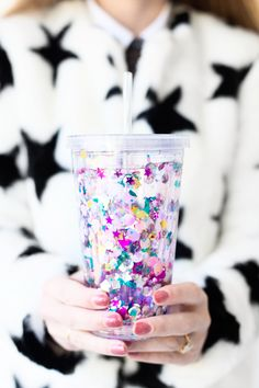 diy floating glitter tumbler.