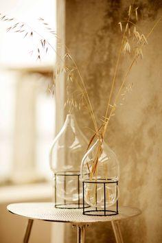 A Greek villa overlooking the ocean is decorated in warm natural tones by Zara Home Summer Editorial, Zara Home España, Beautiful Villas, Interior Stylist, Indian Summer, Mykonos, Decoration, Home Accessories, Architecture Design
