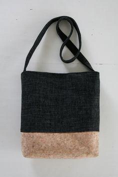 Korkkilaukku. A bag made of cork.