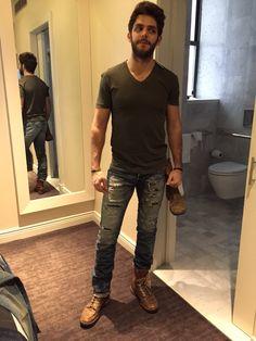 . Single Pic, Perfect Husband, Thomas Rhett, High School Sweethearts, Country Music Singers, Home Team, Man Alive, Funny Stuff, Bae