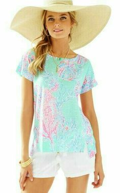 Short sleeve, wide neck top with high-low hem and an easy fit. Mikela Linen Top by Lilly Pulitzer. Clothing - Tops - Short Sleeve Clothing - Tops - Blouses & Shirts Sandestin Golf and Beach Resort, Florida Pretty Outfits, Cool Outfits, Summer Outfits, Pretty Clothes, Casual Outfits, Resort Dresses, Lilly Pulitzer, Floral Tops, My Style