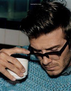 A pic of Beckham reading SEPTEMBER ENDS.Beckham / fantastic man magazine no 13 David Beckham, Rockabilly, Beautiful Men, Beautiful People, Pretty People, Look Fashion, Mens Fashion, Guy Fashion, A Well Traveled Woman