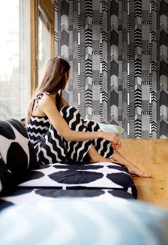 wallpaper by Marimekko design # graphic design # pattern Textiles, Textile Patterns, Textile Design, Print Patterns, Wall Patterns, Marimekko Wallpaper, Funky Wallpaper, Kitchen Wallpaper, Wallpaper Decor