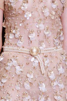 Giorgio Armani Privé Fall Haute Couture 2013 - bundles of sequins. Couture Fashion, Fashion Beauty, Fashion Show, Daily Fashion, High Fashion, Fashion Mag, Runway Fashion, Couture Embroidery, Beaded Embroidery