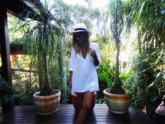 beach-life-look-do-dia-lele-gianetti-fashion ootd outfit panama hat jeans destroyed shirt white