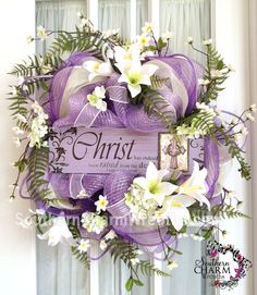 He has risen Easter Deco Mesh wreath by www.southerncharmwreaths.com #decomesh #wreath