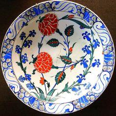 N°4 Izmik Ceramique Faience Ceramic Porcelaine Pottery Tiles, Plat Assiette Turc Turquie Ottoman Ottomane Collection, Musée d'Ecouen, Musée Nationale de la Renaissance, Château d'Ecouen, Paris Sevres Limoge | von tamycoladelyves