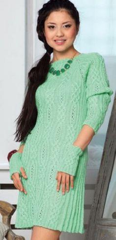 Платье с узорами спицами