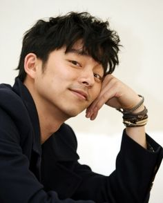 Ya know, I've been watching Gong Yoo for about 10 yrs now. I should be immune to his good looks...but I'm not. *throws hands up in defeat*