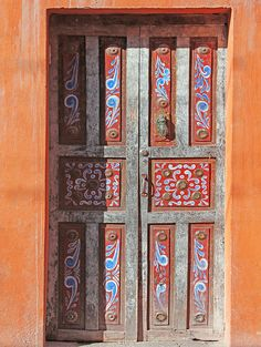 Door in San Miguel. Geninne Zlatkis.   another colorful sample..amazing, huh?
