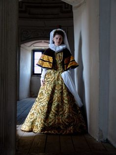"lamus-dworski: ""Dress inspired by portraits of the Lubomirski family, century, Poland. Reconstruction by Nomina Rosae. Renaissance Clothing, Renaissance Fashion, Historical Clothing, Historical Dress, Historical Photos, Tudor Fashion, Russian Fashion, 17th Century Fashion, 16th Century"