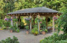 Pavillons sind der perfekte Begleiter zum Garten. Hängende Blüten an der Außenseite des Pavillon macht die Struktur Natur verschmelzen. Dadurch entsteht einen super schattigen Platz zum sitzen und genießen die Natur.