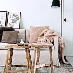 Un salon monochrome, convivial et cosy