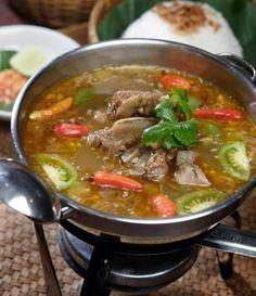 Resep Sop Asem-asem Daging Buncis Enaresep k Praktis Cepat Steak Recipes, Soup Recipes, Cooking Recipes, Malay Food, Asian Soup, Indonesian Cuisine, Malaysian Food, I Foods, Asian Recipes